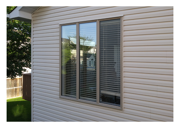 Gallery Image > Triple panel fixed picture window - no sash
